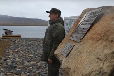 Памятную доску в честь исследователя Арктики Владимира Русанова установили на Новой Земле